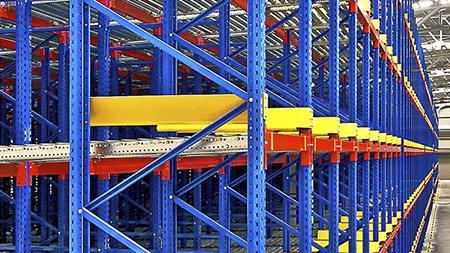 Mantenimiento y reparación de estanterías industriales